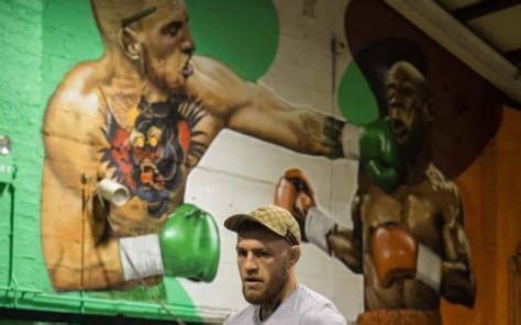 Conor McGregor is training in front of a huge Floyd