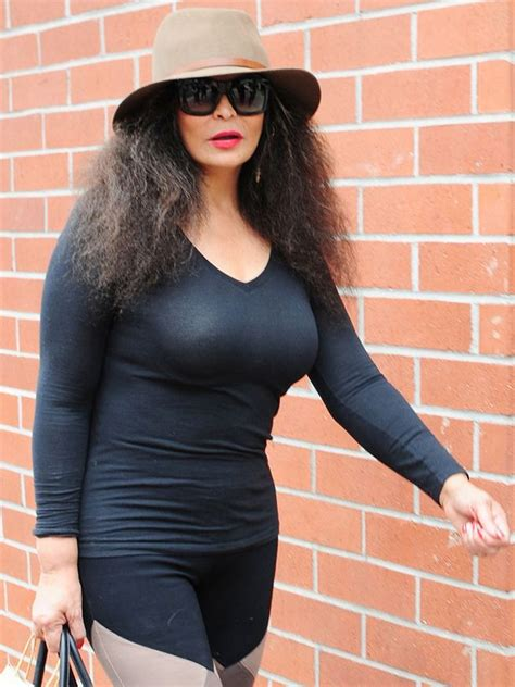 Beyonce's mum Tina Knowles lets the frizz out as she goes