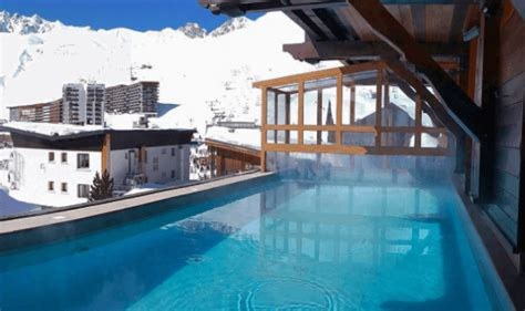 Hotel swimming pool Tignes   Les Campanules, hotel with