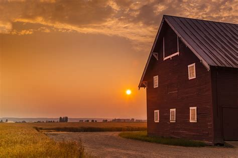 ☀️ The moody sunset behind the barn was captured by local